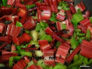 oignons, poivrons, cotes de bettes rouges