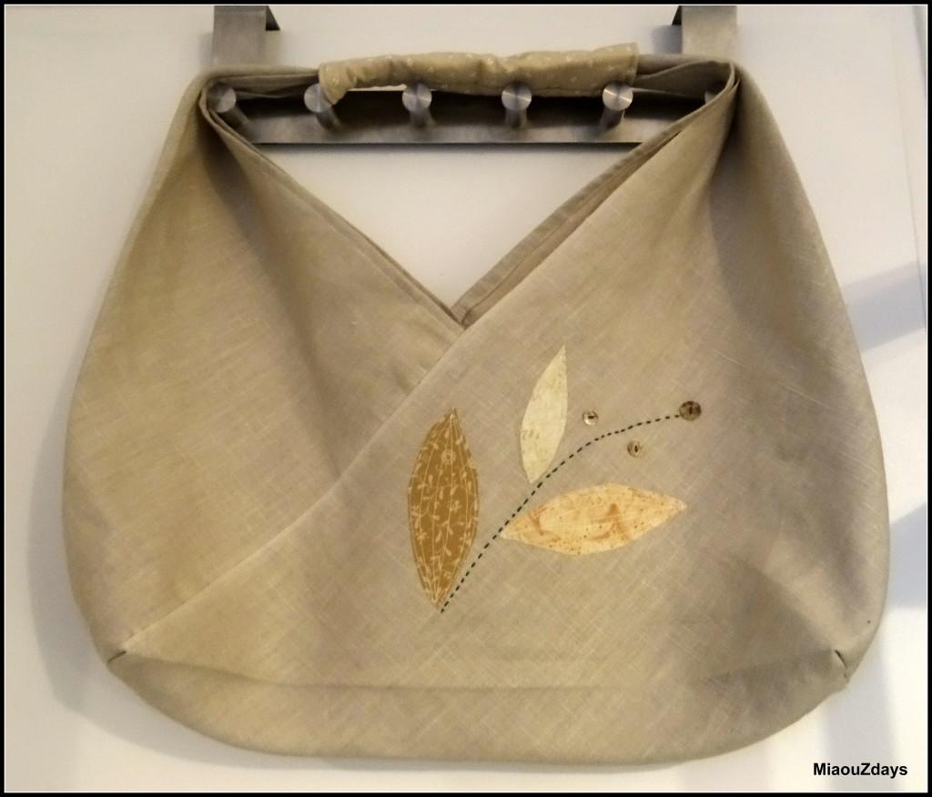 """""""LE"""" sac triangle, triangular bag, qui un temps a essainé sur les blogs."""